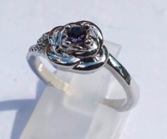 Töltött ezüst gyűrű (SF), lila CZ kristállyal