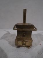10 dkg! tömör - sárgaréz - miniatűr sparhelt - felhajtható konyharuha tartóval - 4,5 x 2 x 2 cm