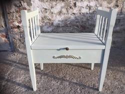 Etruszk szék, tárolos résszel