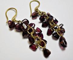 Kézműves réz fülbevaló lilás gránátkövekkel