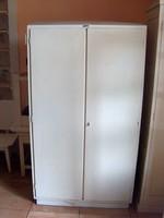Régi 100 éves fehér szekrény, fából, 2 ajtós, polcos, jó állapotú, tiszta