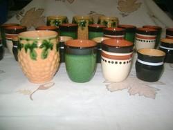 Huszonkét darab retro kerámia pohár - csomagban