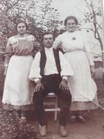Régi fotó női férfi fénykép népviseletes csoportkép 1928
