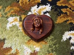 Remek Krisztus fej faragvány, szív alakú fa talpon