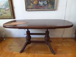 Praktikus, bővíthető ovális neobarokk asztal