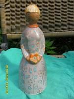 Berkovits Anna kerámia 21 cm  lány virágcsokorral