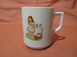 Kislányos Zsolnay bögre, csésze
