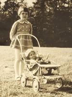 Régi gyerek fotó vintage fénykép kislány babakocsi kép