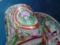 Famille Rose jelenetes,aranyozott kínai kávés csésze alátéttel 6 kézi írásjel jelzés