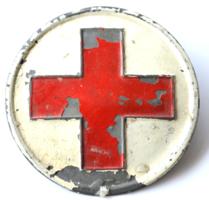 Vöröskeresztes kitűző festett fém