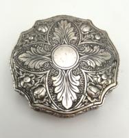 Csodásan díszített ezüst szelence