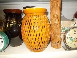 Nagyon érdekes Lukacsos mintájú váza
