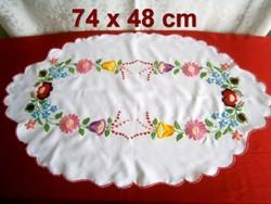 Kézzel hímzett Kalocsai mintás terítő 74 x 48 cm