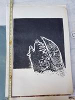 Somlai Vilma linómetszet alkotása vastag, nagy papírra