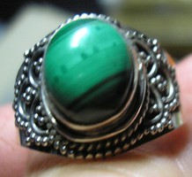 925 ezüst gyűrű 18,7/58,7 mm, malachittal