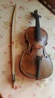 0T393 Antik hegedű  vonóval eladó!