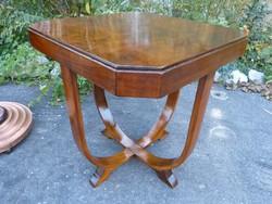 Restaurált Art Deco asztal