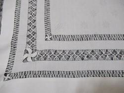 Azsúrozott damaszt asztalközép