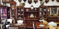 """""""Notre-Dame"""" restaurált antik tálaló szekrény"""