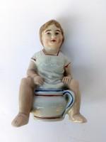 Antik szerencsehozó persely, bilin ülő kisfiú