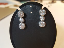 Ezüst fülbevaló Swarovski kövekkel