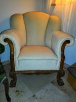 Oroszlán lábas fotel