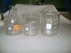 Mércés üveg kiöntő, csőrös edény - három darab
