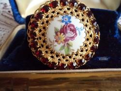 Antik aranyozott, festett porcelán betétes bross