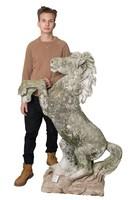 Kültéri szobrászbeton paripa, ló