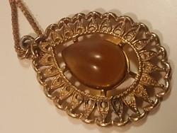 Sarah Coventry antik aranyozott medál.