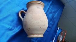 Terrakotta azaz máz nélküli füles tejes kancsó.