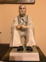 Zsolnay nagyméretű porcelán szalonnázó paraszt figura kiváló állapotban!
