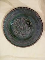 Régi zöld metszett virágmintás népi kerámia falitányér 26 cm