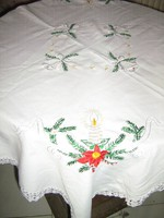Álomszép vintage karácsonyi mintával fényes fonállal hímzett horgolt szélű elegáns terítő