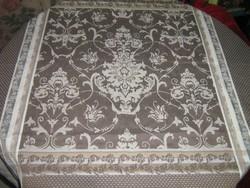 Csodaszép elegáns barokk mintás szőttes damaszt terítő asztalközép