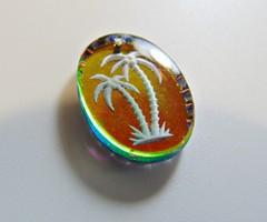 Csiszolt szélű irizáló medál pálmafás