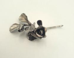 Gyönyörű ezüst rózsa