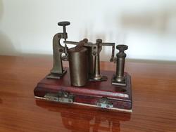 Régi vintage telegráf távíró készülék jelfogó kopogó Posta vagy Vasút, katonai