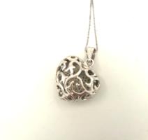 Ezüst nyaklánc csodás medállal kövekkel