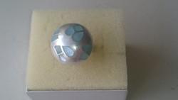 Ezüst gyűrű halvány kék gyöngyházberakással díszítve 925