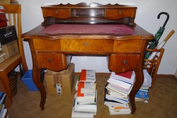 Antik neobarokk felépítményes íróasztal
