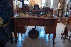 Neobarokk stílusú régi íróasztal