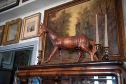 Gyönyörű fa ló