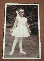 Színes, antik, vintage fotó, képeslap: Bájos kislány 1936-1940 között