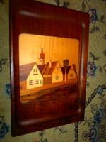 Fa intarzia díszítéssel kép-igény esetén tálcának is használható