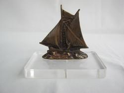 Réz vitorlás hajó plexi talpon