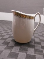 Porcelán kiöntő