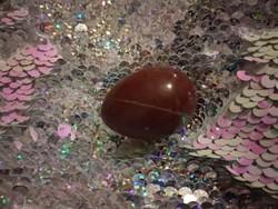 Kis ásvány tojás, barna valódi ásvány marokkő ?