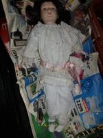 Nagy, 50 centis porcelán fejű baba, szép ruhával, öregecske, de jó állapotú!