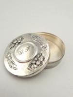 Nagy ezüst szelence növényi ornamentikával Jelzett!